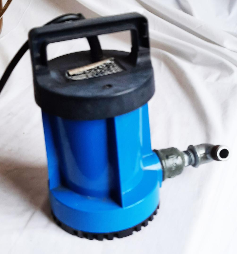 Pompe hydrolique  A été vérifiée. Fonctionnement optimum  Prix : 20 euros  Plus d'infos :