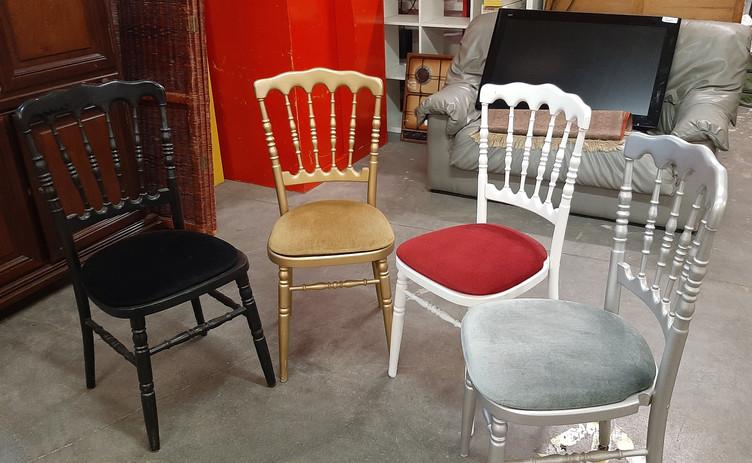 Ensemble de 4 chaises originales  Prix : 20 euros  Plus d'infos :