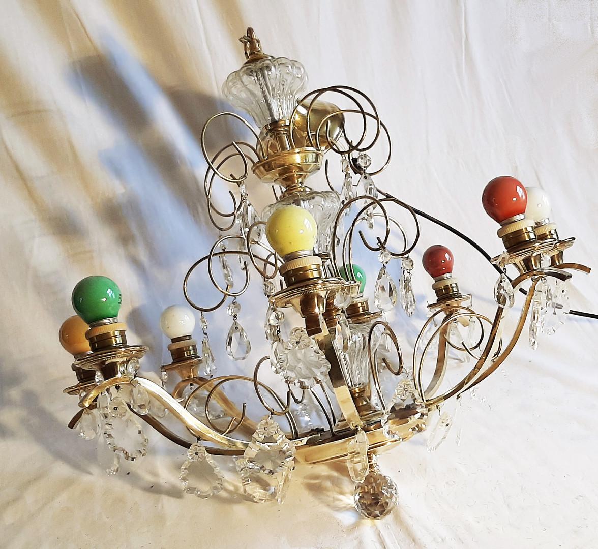 Lustre avec lampes de couleurs  Prix : 25 €  Plus d'infos :