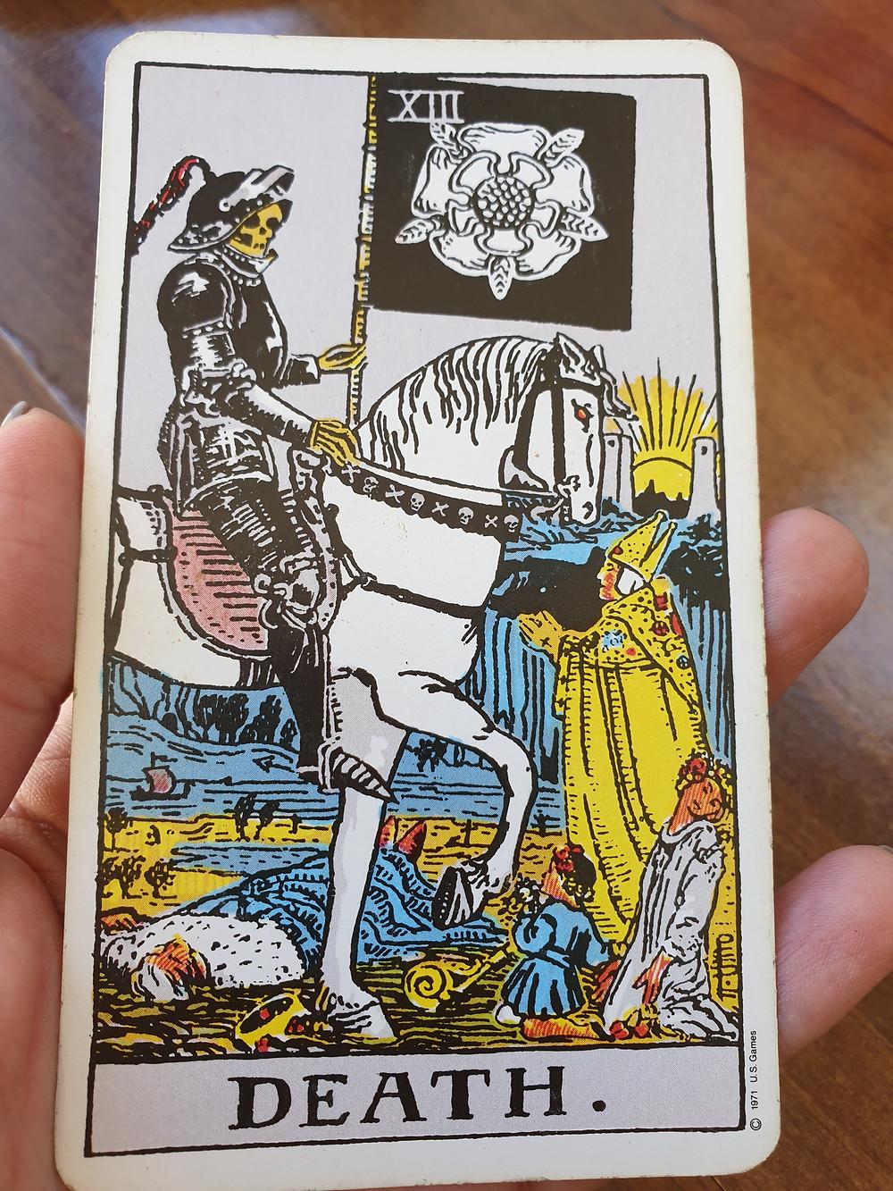 קלף המוות בטארוט - מסמל התחדשות ודברים טובים שעתידים לקרות. קלף של תקווה.