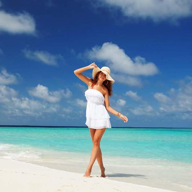 Fashion woman on the beach.jpg