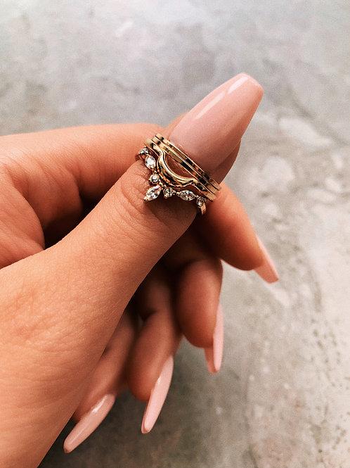 Dainty Crystal Gold Leaf Border Rings Set