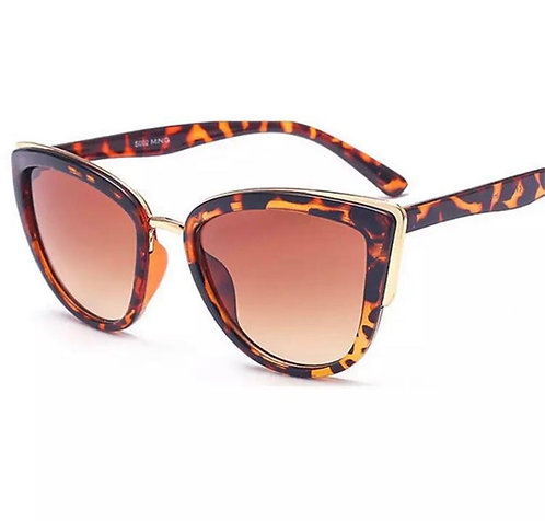 Cat eye sunglasses in tortoiseshell