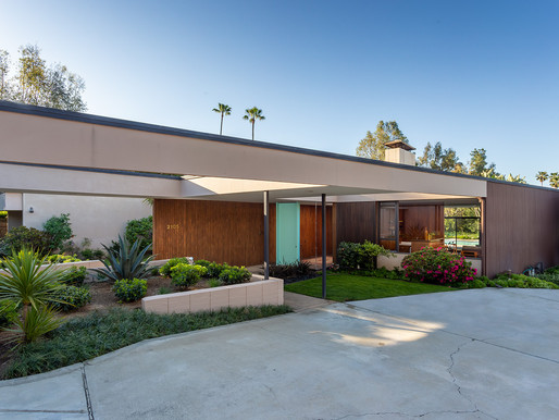 HOME TOUR: authentic mid-century modern in mint condition