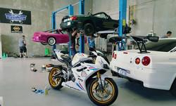 DIY Garage busy day