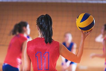 Le donne che giocano pallavolo