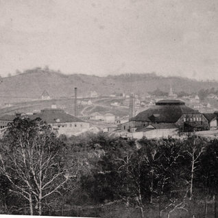 The Peerless plant sat just north of the Lafayette and in this photo after 1905 shows the Layfayette to the right.