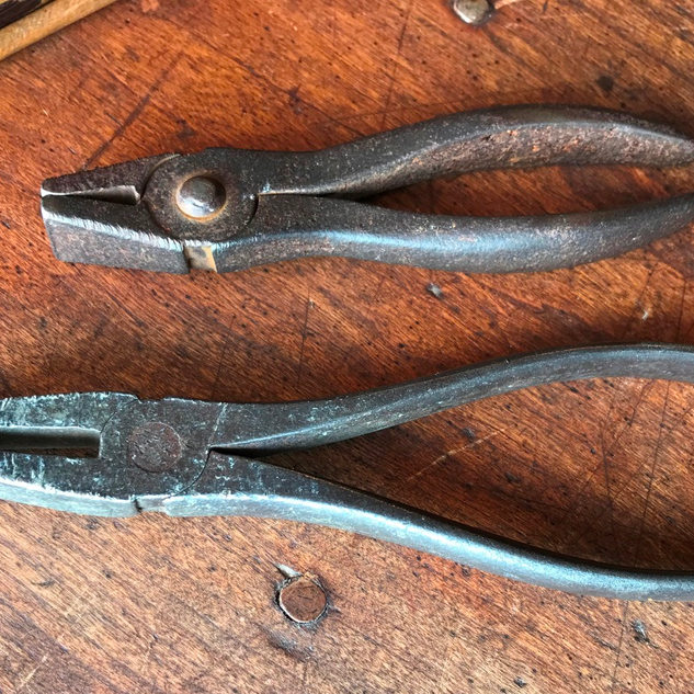 Called window glass pliers or nippers