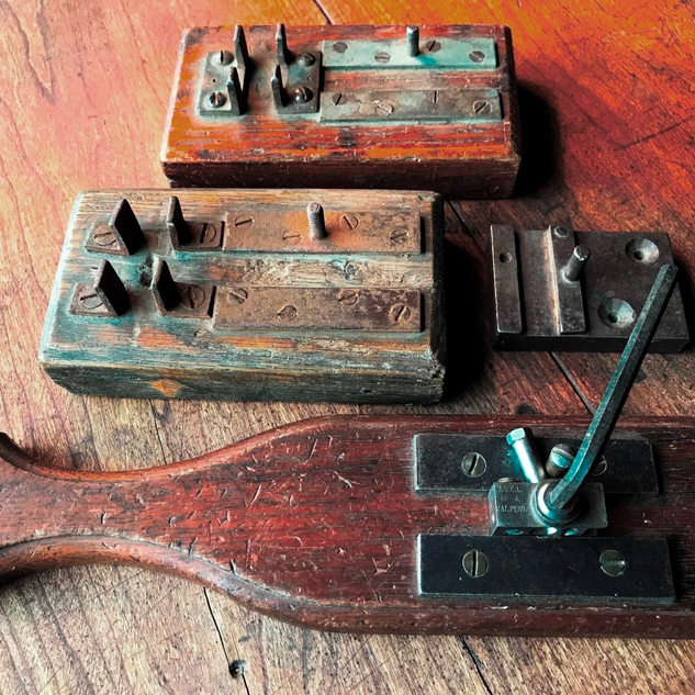 These devices were to free up the ferrule from the steel block.