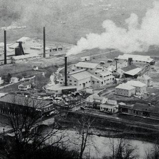Norwood glass center of this 1919 photo.