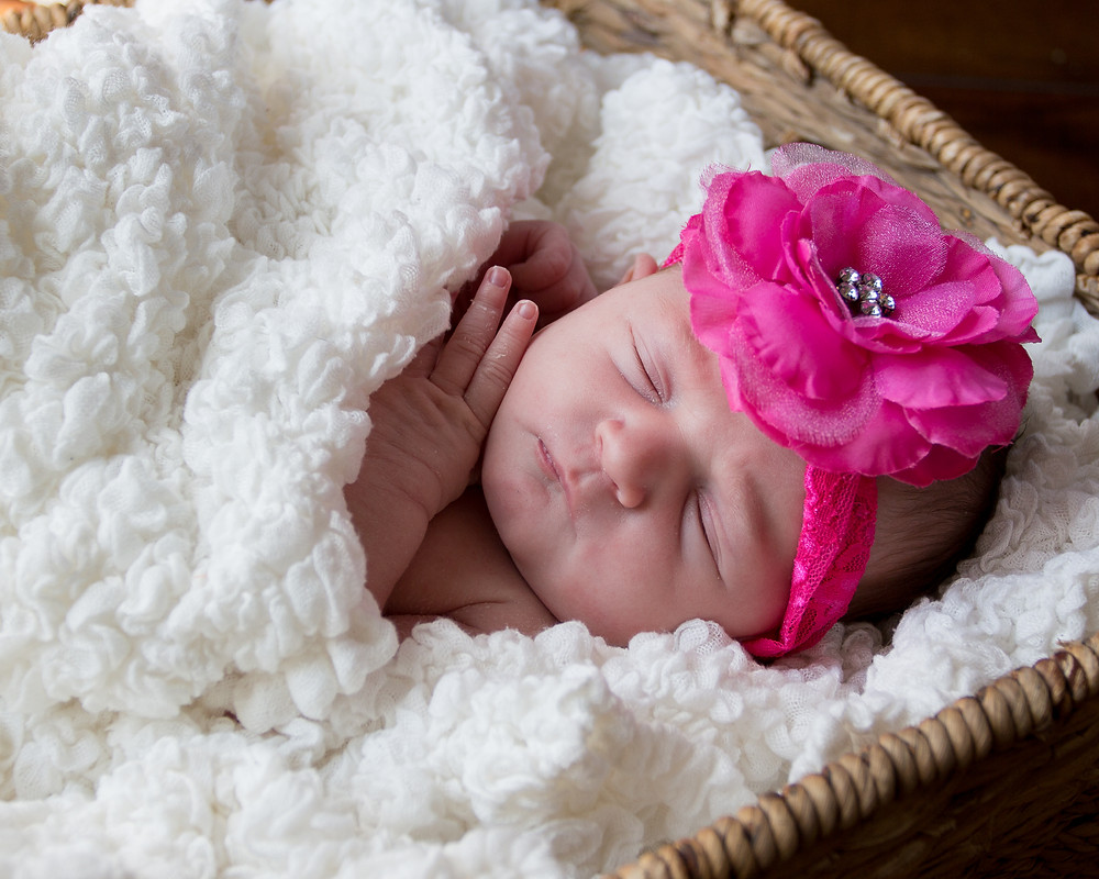 newborn lifestyle session, newborn baby girl, in-home session, sleeping baby girl