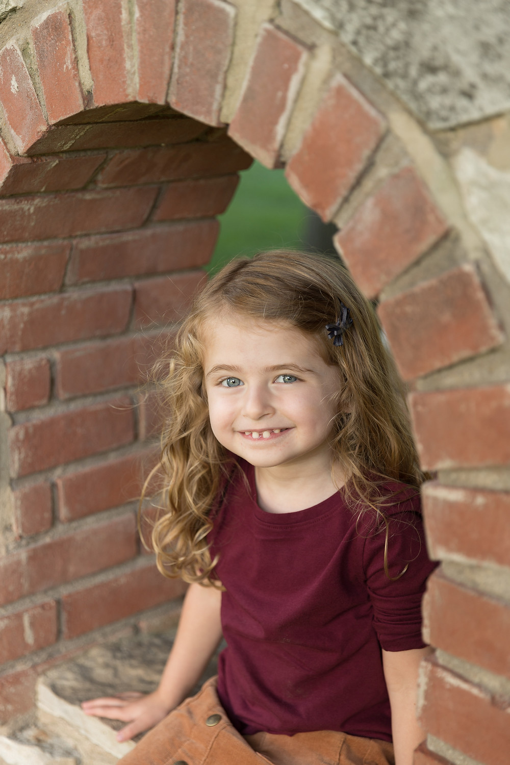 young girl family photo arch