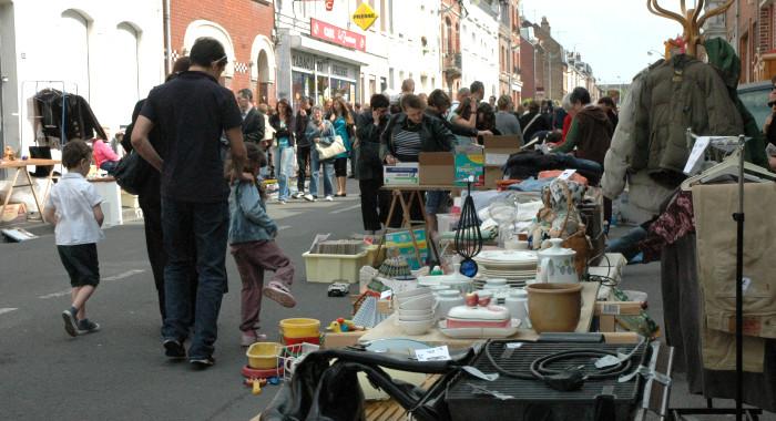 Arras - Brocante rue de Saint-Quentin