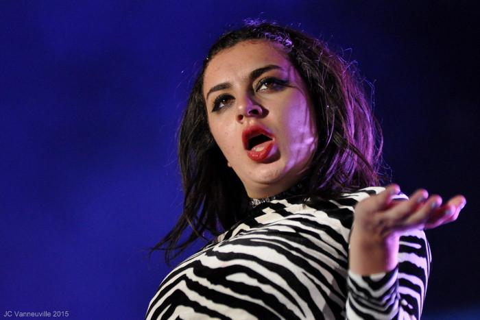 Charli XcX au Main Square Festival Arras 2015