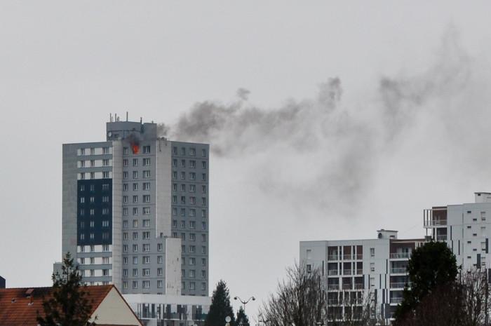 """Violent incendie au """"Pelvoux"""" de Saint-Nicolas"""