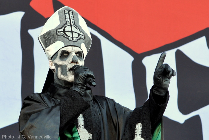 Ghost au Main Square Festival 2014 Papa Emeritus, chanteur du groupe Ghost