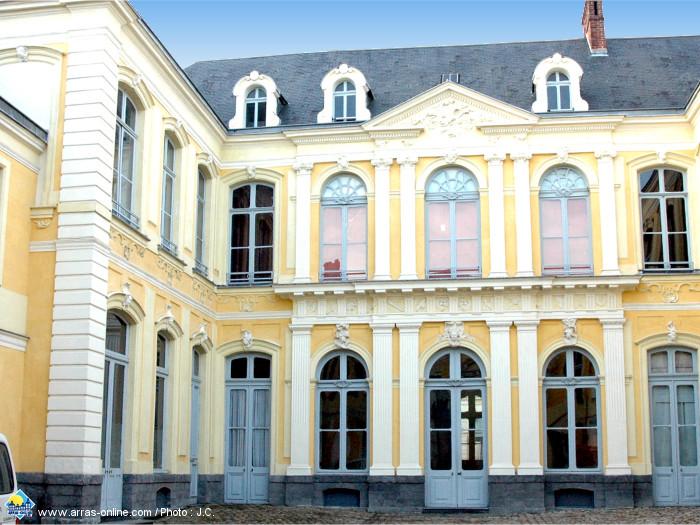 L'Hôtel de Guînes d'Arras