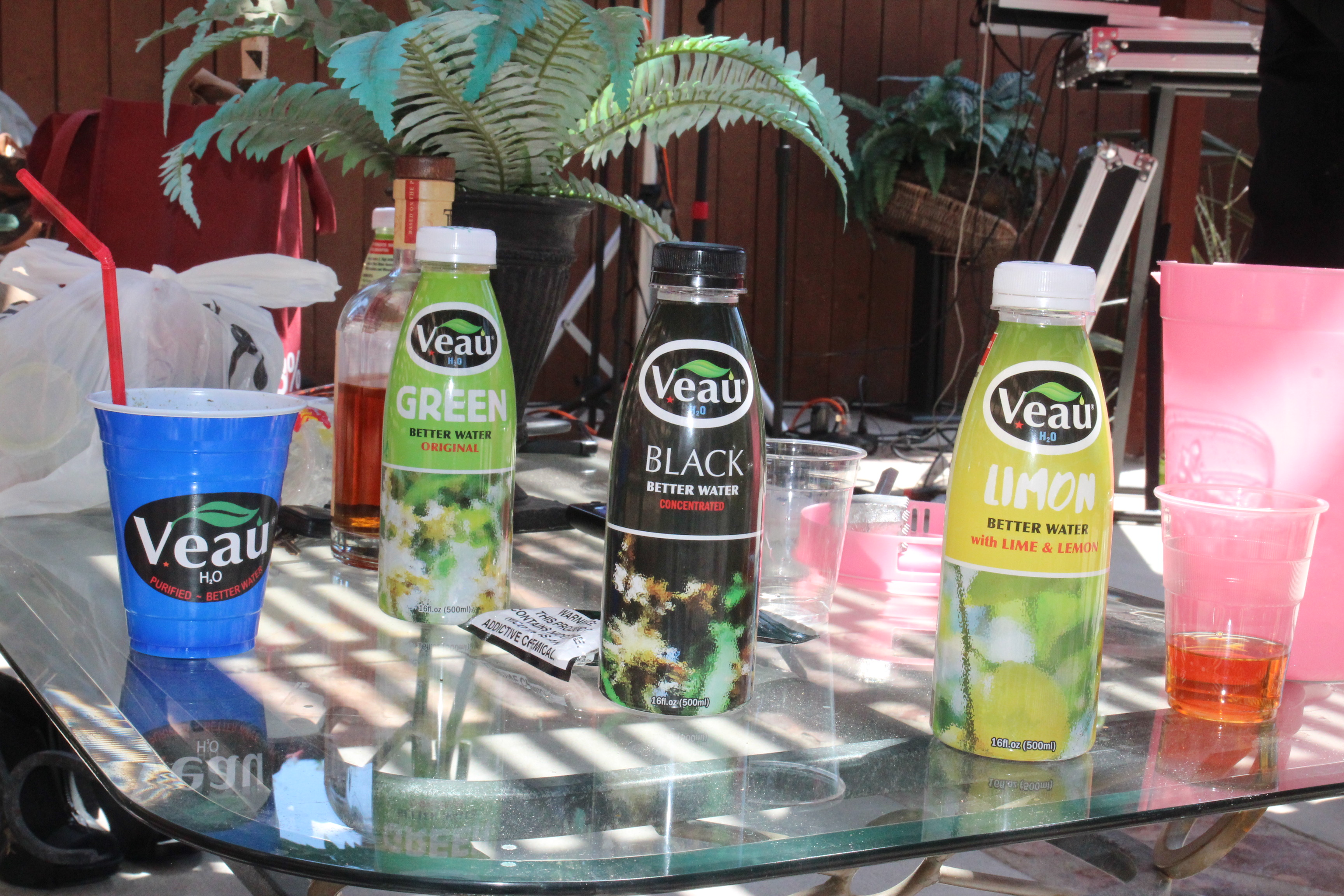 7.Veau Drinks and Cups Patio
