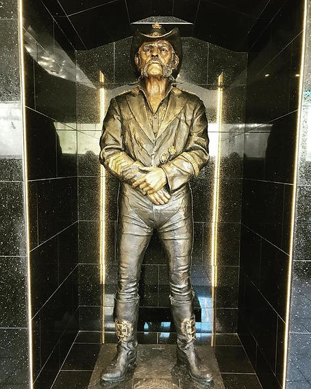 rainbow_bar_and_grill_lemmy_statue.jpg