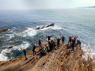 Actividad en la que progresarás por acantilados utilizando técnicas de escalada, natación o rápel.