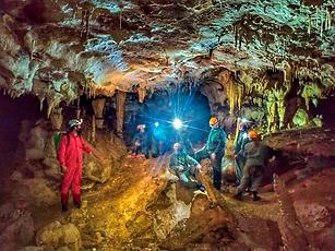 Hay para todos los niveles, pudiendo elegir según las aptitudes de los visitantes. Los Picos de Europa presentan cuevas para todos.