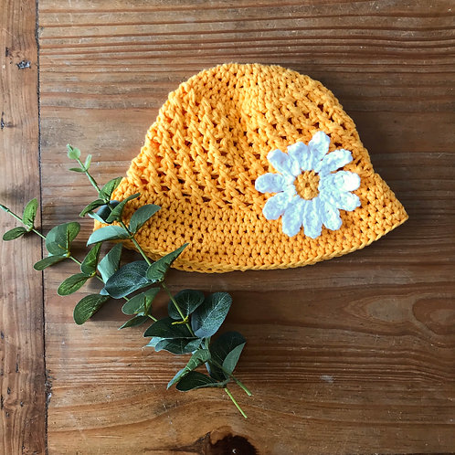 Yellow basket weave crochet sun hat with white daisy flower
