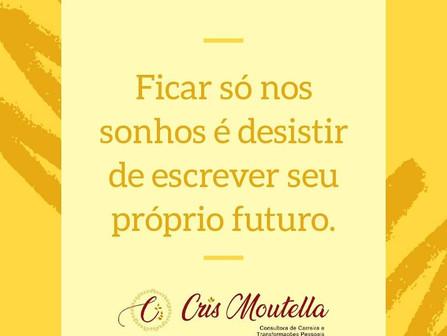 Ficar só nos sonhos é desistir de escrever seu próprio futuro