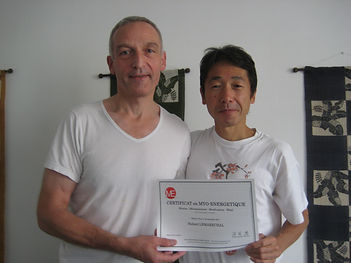 Hubert Lemaréchal reçoit son certificat de Shiatsu Myoénergétique