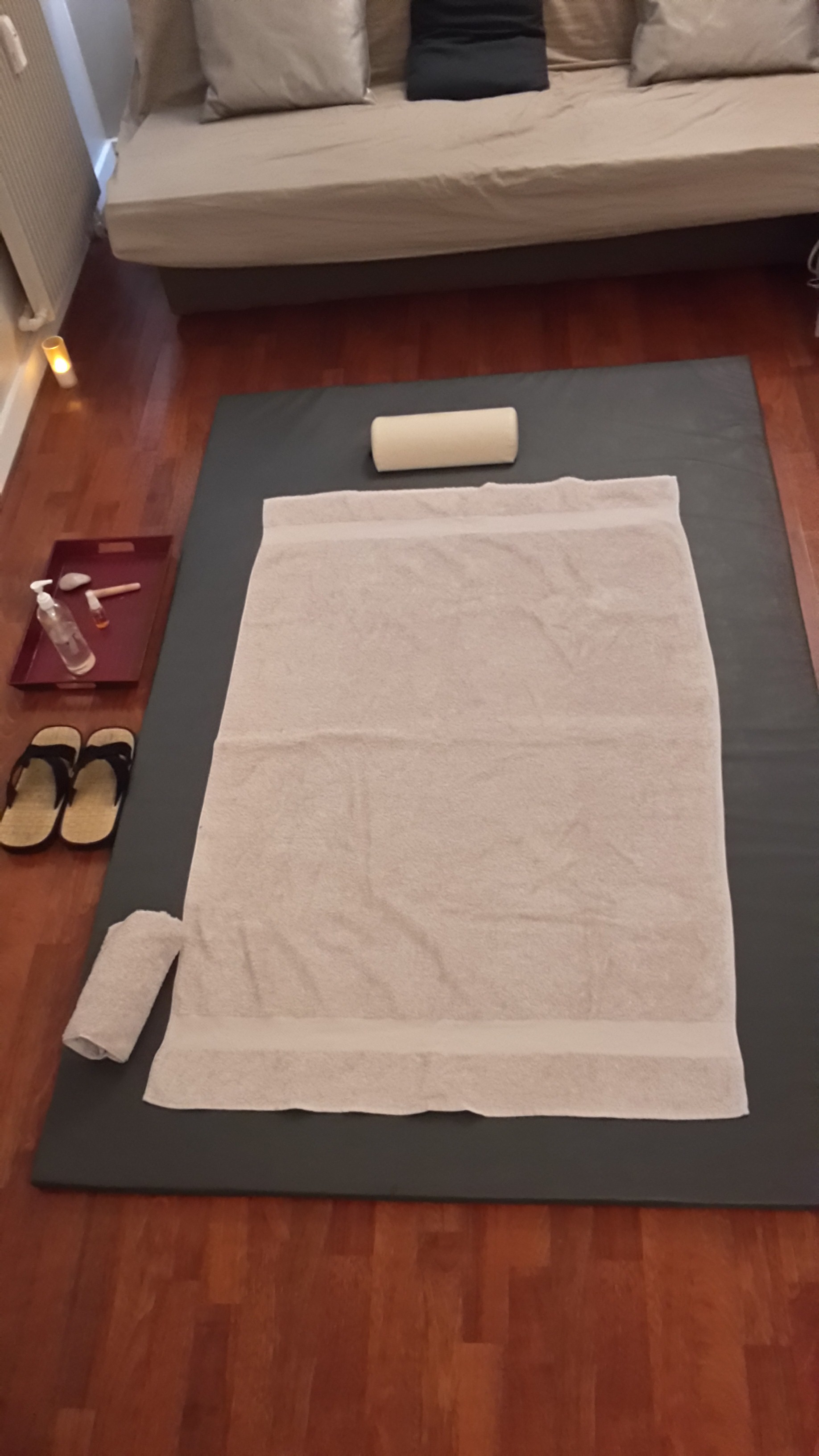 Naknoom Paris tapis massage.jpg