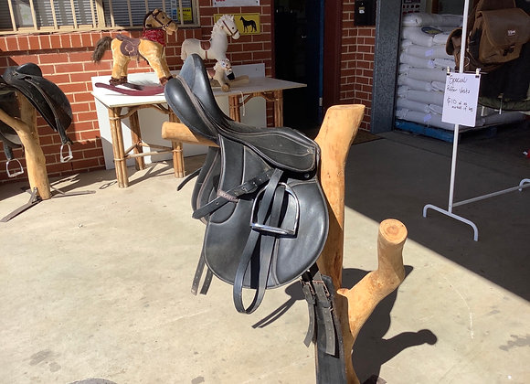 "PVC status saddle 16"""