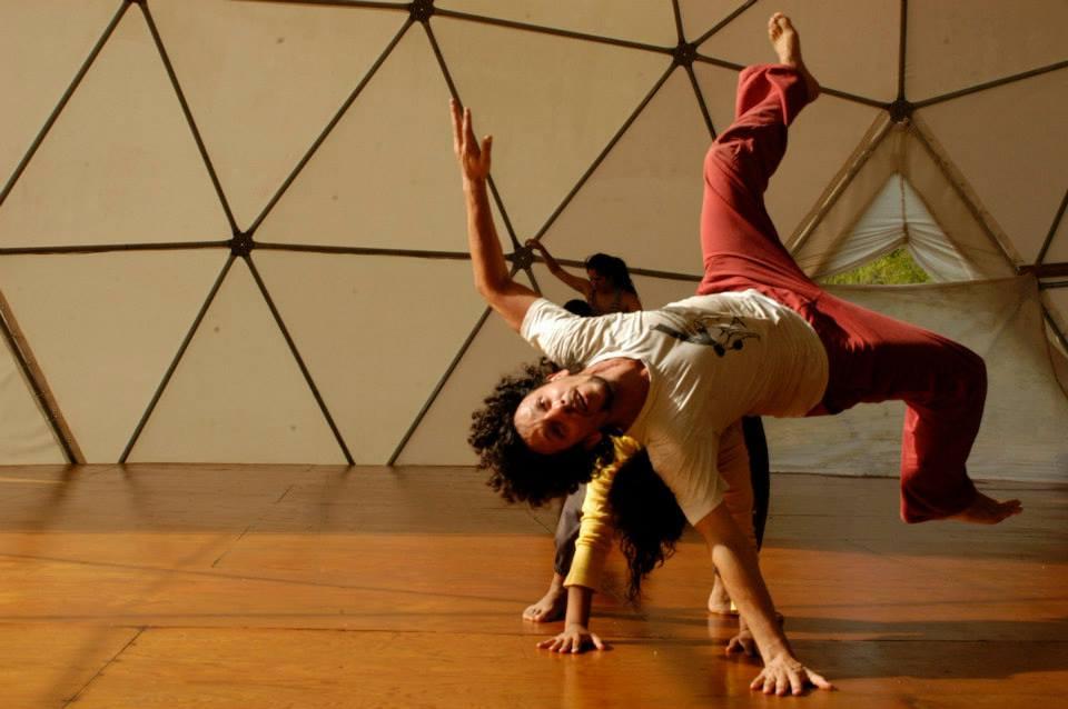 arte + contact + domo + residencias artísticas + sustentable