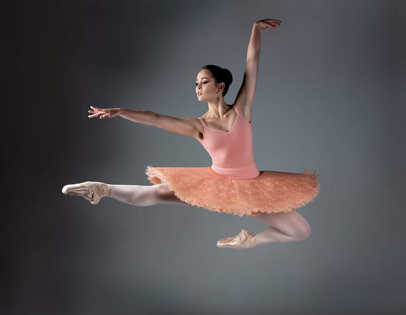Teen ballet class and ballet pointe class in East Auckland dance studio