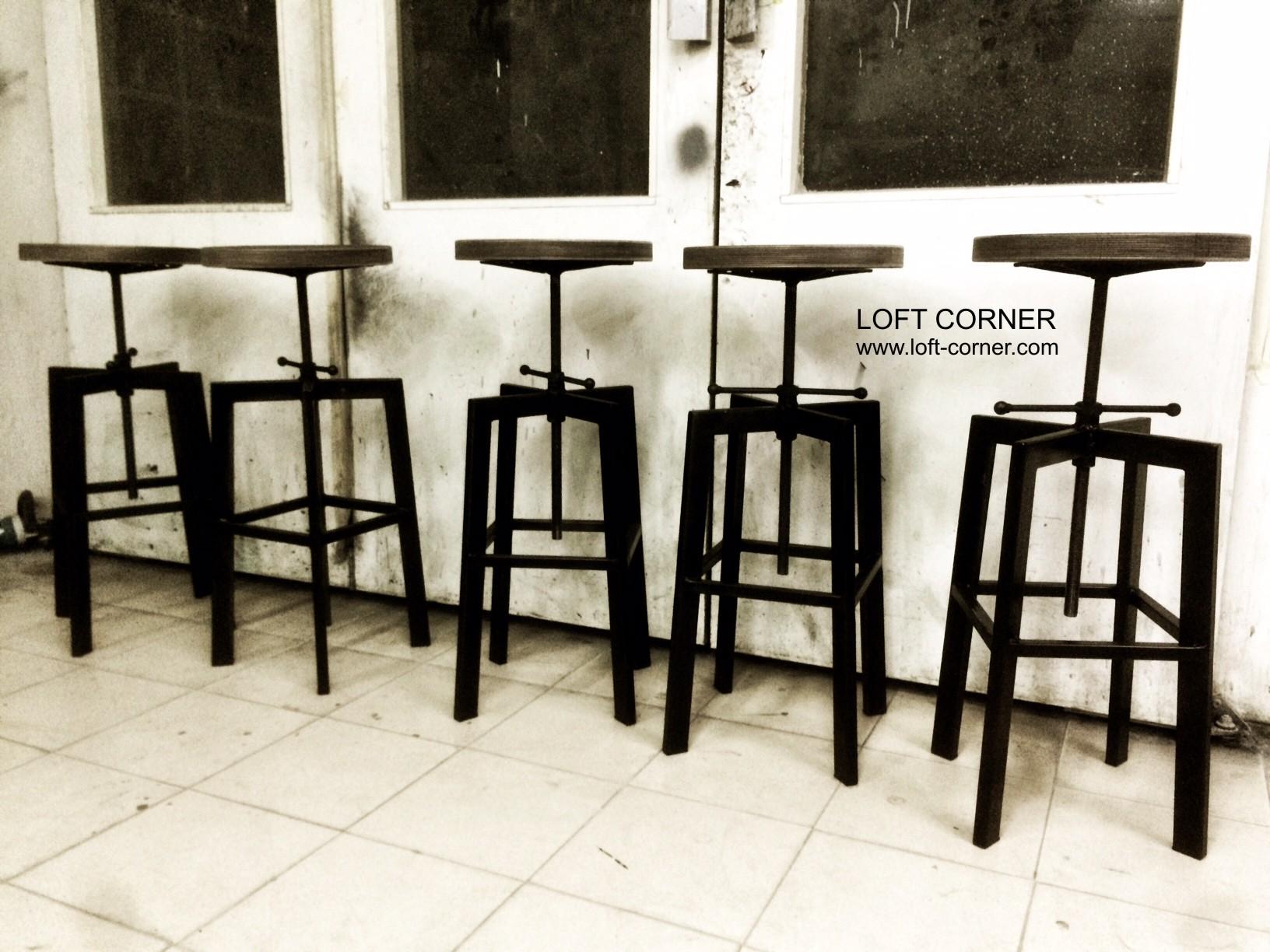 Барные стулья в индустриальном стиле, мебель лофт
