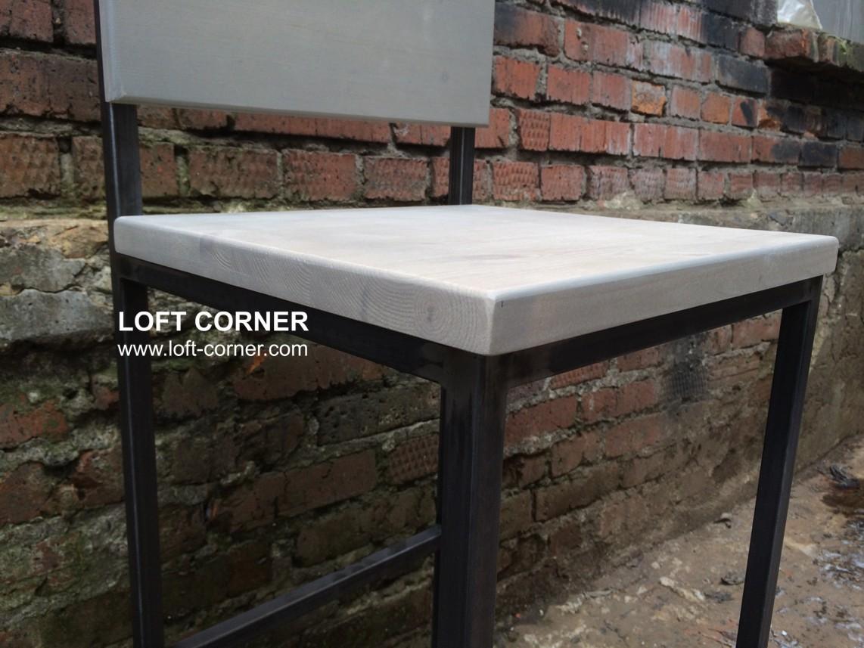 Барный стул из стали и дерева в стиле лофт, производство мебель лофт в Москве, недорогая мебель лофт