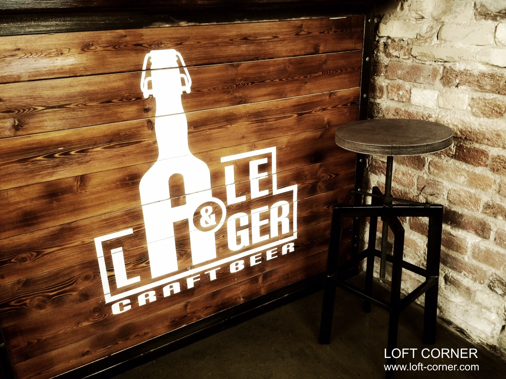 Стул лофт в баре, производство мебели лофт