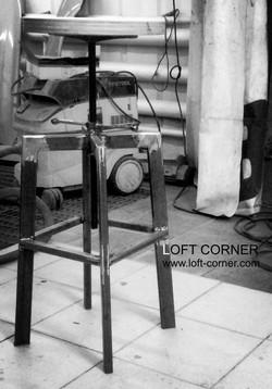 Барный стул лофт с круглым сиденьем и регулировкой высоты