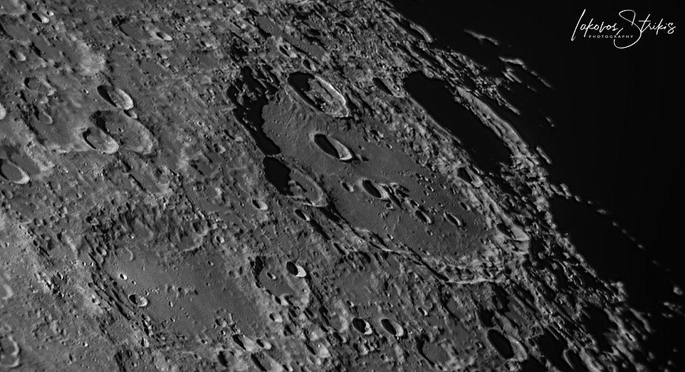 2020-10-26-1708_9-R-Moon_lapl5_ap89.jpg
