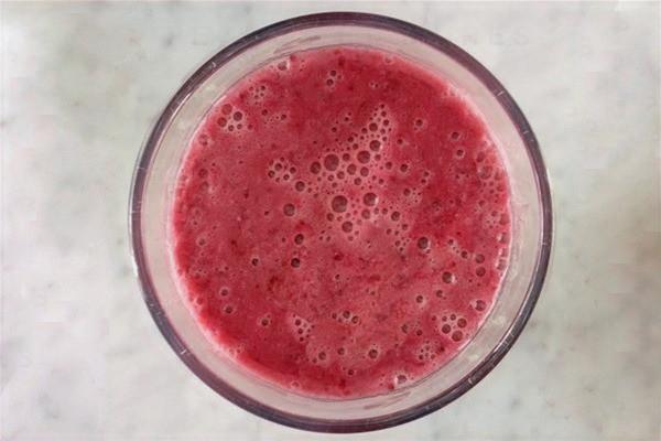 Blackberry-peach smoothie