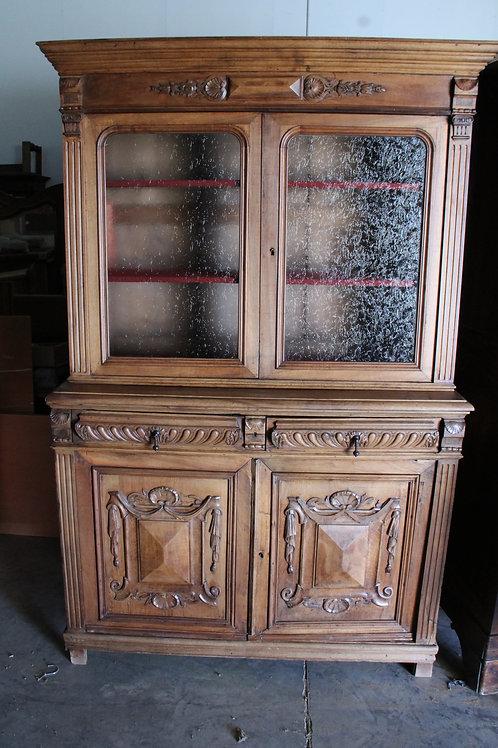 Buffet en bois avec vitre