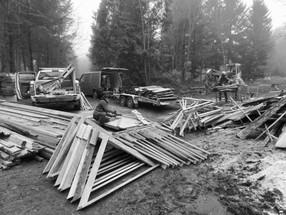 Aufräumen, Restholz verwerten, Dächer bauen!
