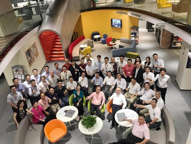 香港特區十八區區議會正副主席一行50人考察粵港澳科技展示交流中心——工合空間