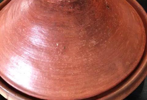 Tajine de poulet aux oignons, aux raisins secs et aux citrons confits - Original du Maroc - originaldumaroc.ch
