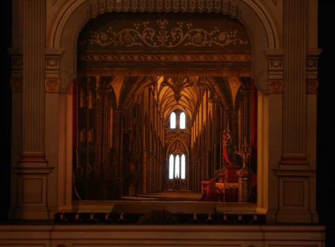 Faust - Bühnenbild für die Kirchenszene.