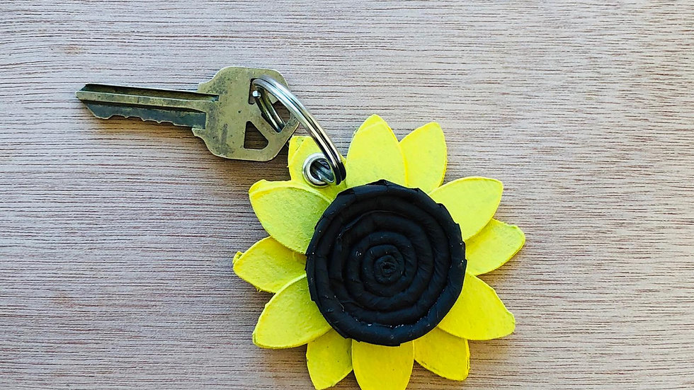 Llavero Girasol Material Reciclado/ Sunflower Keychain Recycled Material