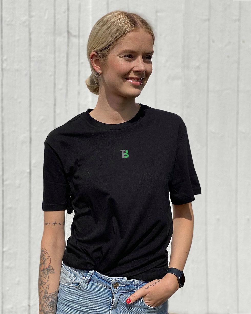 Sort t_skjorte med logo#4.jpg