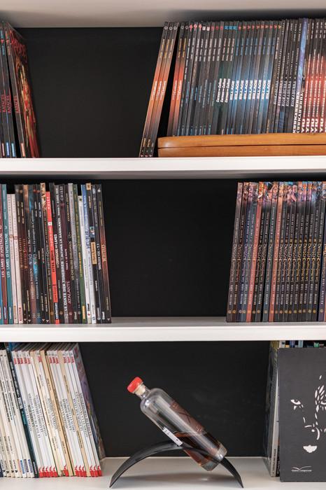 noir en fond de bibliothèque