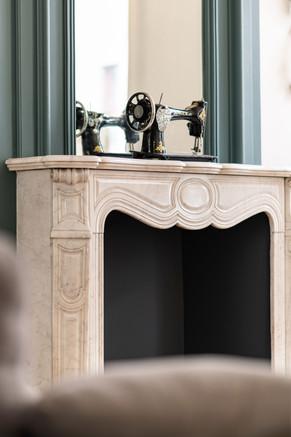 mise en valeur d'une cheminée en marbre