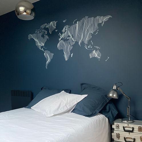 fresque monde sur mur bleu-pigmenterre.j
