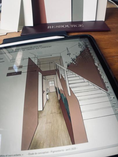 Page de dossier de conception d'aménagement d'intérieur présentant une perspective de hall d'entré