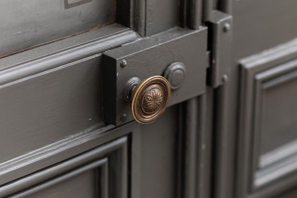 poignée de porte sculptée